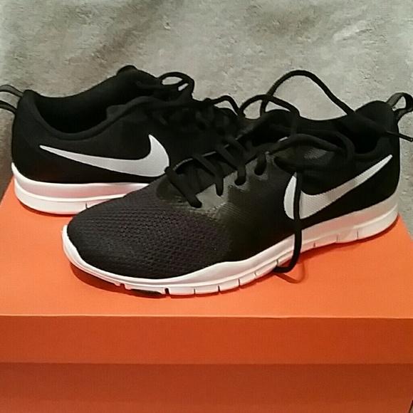 0dfeed8e42a NWT Nike Flex Essential TR